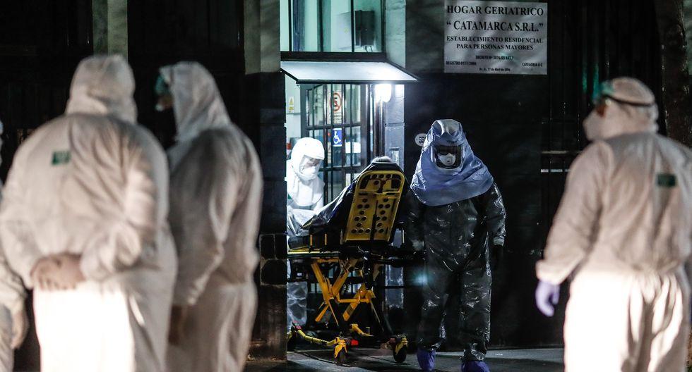 Según informaron fuentes oficiales, hay 14.788 pacientes que ya han sido dados de alta y 457 personas ingresadas en unidades de cuidados intensivos, con un porcentaje de ocupación total de camas de terapia intensiva del 48,3% a nivel nacional. (Foto: EFE/Juan Ignacio Roncoroni)