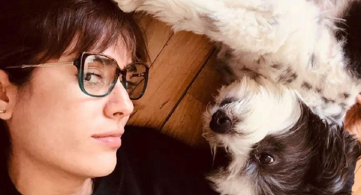 La acrriz Carolina Ramírez compartió una foto en Instagram donde se la ve junto a una de sus tres mascotas (Foto: Carolina Ramírez/Instagram)