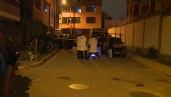El asesino huyó en un auto negro. (Foto: Captura/América Noticias)