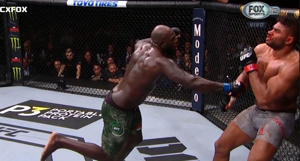 Overeem tenía ganada la pelea, pero terminó cayendo horrendamente. (Captura TV)