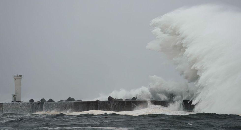 El potente tifón Hagibis tocó tierra en Japón el sábado por la tarde, donde su llegada fue precedida por lluvias torrenciales y fortísimos vientos. (Foto: EFE)