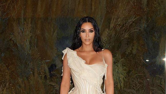 La curiosa fotografía de Kim Kardashian cuenta con más de 400 mil 'likes' por parte de sus seguidores de Instagram. (Foto: Instagram)