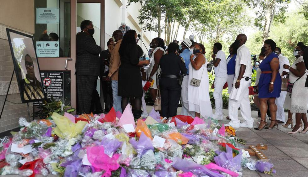 Familiares y amigos de George Floyd entran a la iglesia en Houston, Texas (Estados Unidos). (Joe Raedle/Getty Images/AFP).