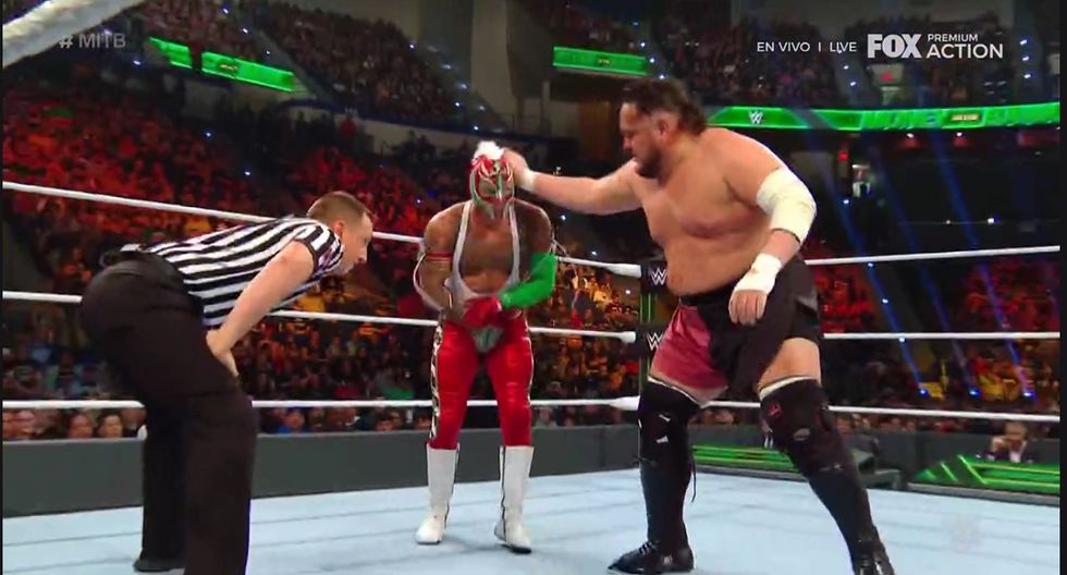 Rey Mysterio fue golpeado delante de su hijo. (Captura Fox Action)