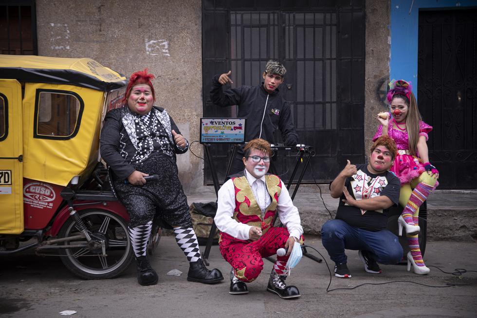 Orquesta integrada por payasos se presenta en diferentes distritos de Lima