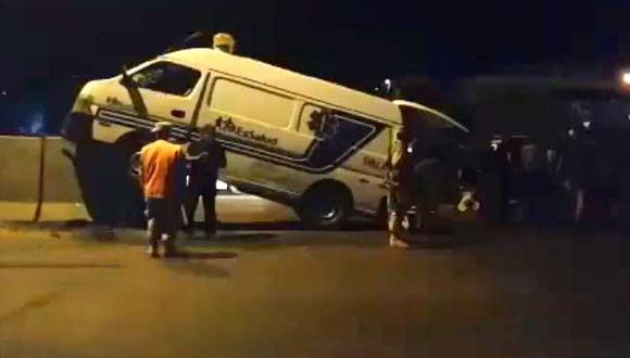 Piura: el accidente de tránsito se registró la noche del último sábado, cuando la unidad impactó contra el muro. (Foto: PNP)