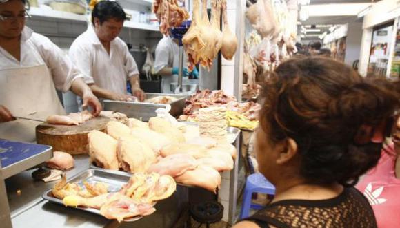 Aunque no hay desabastecimiento de alimentos de primera necesidad, hay varios que tras el alza recién empiezan a bajar un poco. Por el contrario, el precio del pollo ha subido.