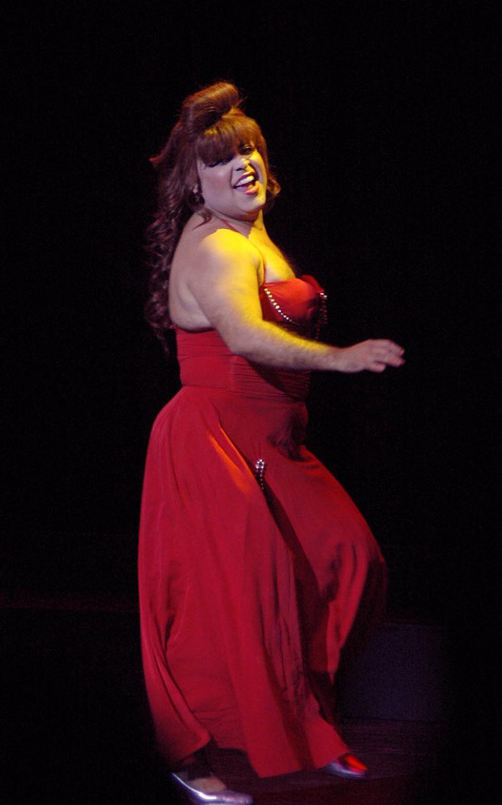 """Andrés Hurtado bailando como """"María Mercedes"""", personaje interpretado por Thalía en la novela del mismo nombre. (Foto GEC Archivo)"""