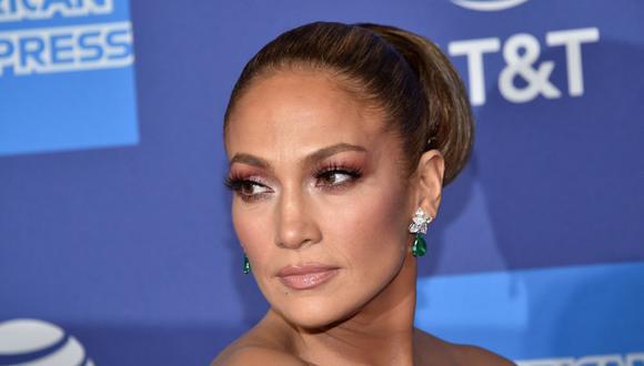 Jennifer Lopez y el rapero Rauw Alejandro graban videoclip en Miami Beach. (Foto: Chris Delmas / AFP)