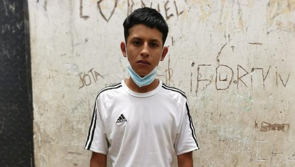 El feroz Diego Jefferson  Mariñas Bautista (21), 'Tripa', y su cómplice asaltaron y mataron a balazos a un taxista de 41 años, en Villa El Salvador.