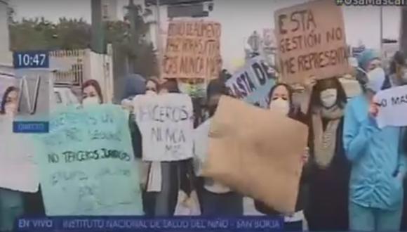 Trabajadores de salud llegaron esta mañana a protestar a los exteriores del Instituto Nacional de Salud del Niño (INSN) San Borja. Foto: captura Canal N