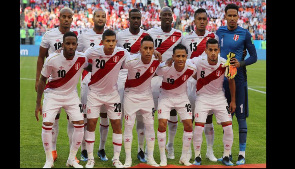 'MisterChip' alentó a la selección peruana frente a Dinamarca. (Fotos: Agencias)