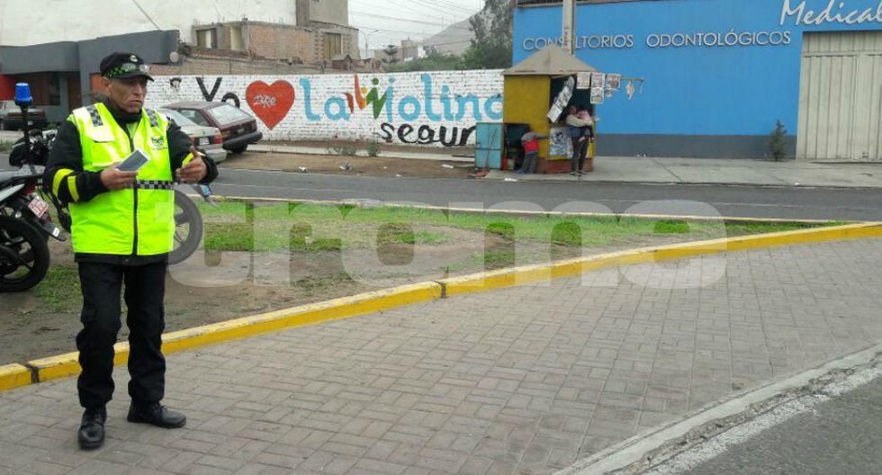 Chofer ebrio arrolla a cuatro serenos con su combi y quiso darse a la fuga en La Molina. (Fotos: Mónica Rochabrum)