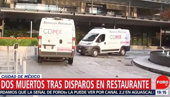 Clientes del centro comercial huyeron, se arrojaron al suelo o se refugiaron detrás de los mostradores de las tiendas mientras retumbaban los disparos. (Foto: Captura de video)