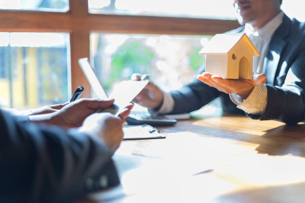 Pese a la crisis generada por la pandemia del COVID-19, los millennials representan el 43% de la demanda inmobiliaria en las operaciones de compra. Por ello, las entidades financieras han desarrollado diferentes productos con mayor flexibilidad y opciones de créditos hipotecarios enfocadas a este público con el objetivo de fomentar una decisión de compra.