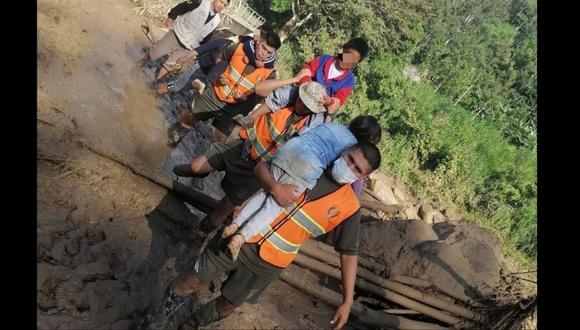 Siete niños fueron rescatados debido a que un huaico los aisló mientras intentaban conectarse a sus clases de Aprendo en Casa