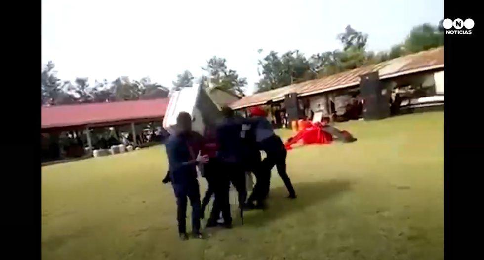 Bailan con ataúd y se les cae cadáver al piso | Viral YouTube