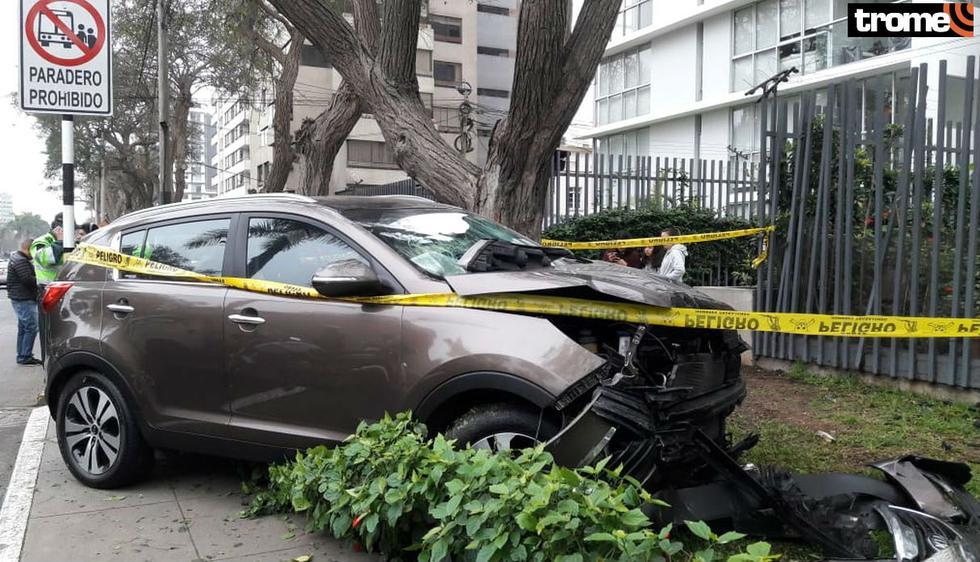 Camioneta pierde el control y se despista en paradero dejando un muerto y cinco heridos en la Javier Prado. Foto: Trome | Mónica Rochabrum