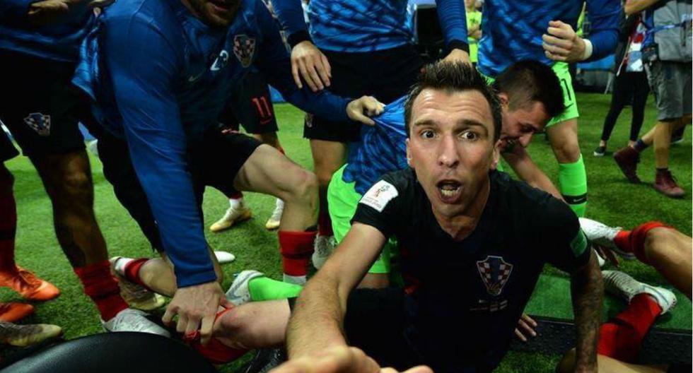 Inglaterra vs Croacia: Fotógrafo en el piso