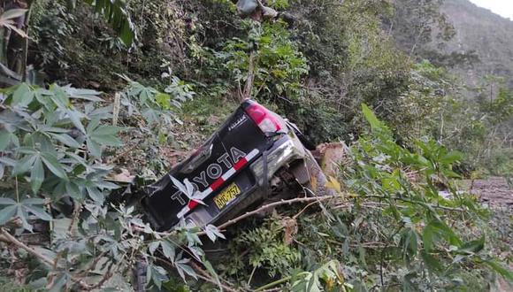 Puno: la unidad perteneciente a la empresa América Qumir Perú SAC cayó a un abismo de 100 metros y terminó sumergida en el río Tunquimayo. (Foto: PNP)
