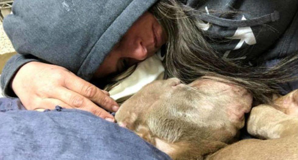 Joven de buen corazón acompañó al perrito en sus últimas horas. (Foto: Facebook Speranza Animal Rescue)