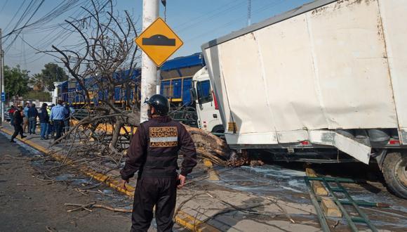 Arequipa: Camión cargado de leche choca contra tren y una trabajadora de limpieza acaba herida (Foto: Municipalidad de Arequipa)