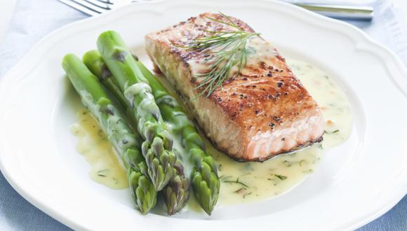 Pescado a la parrilla con vegetales asados es una rica combinación. (Foto: Cordon Bleu)