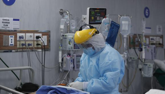 El CDC informó que más de 2 mil trabajadores del sector salud perdieron la vida a causa del COVID-19 hasta finales de agosto. (Foto: Referencial/@photo.gec)