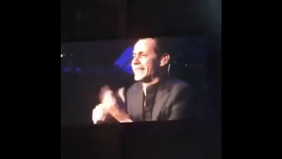 Marc Anthony lloró desconsoladamente al rendir homenaje a Juan Gabriel en su concierto.
