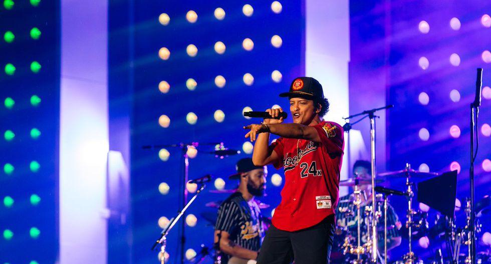 Bruno Mars viene en su avión privado