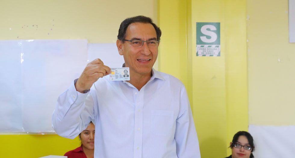 El presidente Martín Vizcarra acudió a votar al mismo colegio donde le tocó ir en las elecciones de octubre de este año. (Foto: GEC)