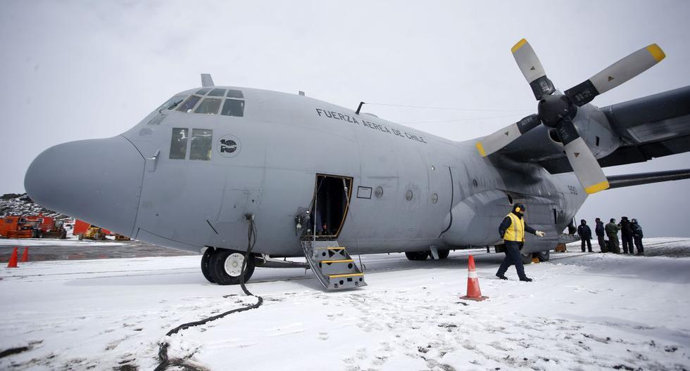 Aviones y barcos de rescate de varios países buscan frenéticamente una aeronave de la Fuerza Aérea de Chile (FACH) que desapareció con 38 personas a bordo. (Foto: AFP)