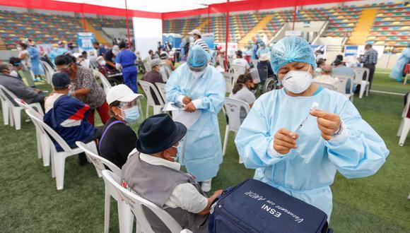 El Minsa desarrolla la vacunación por grupos etarios. (Foto: Andina)