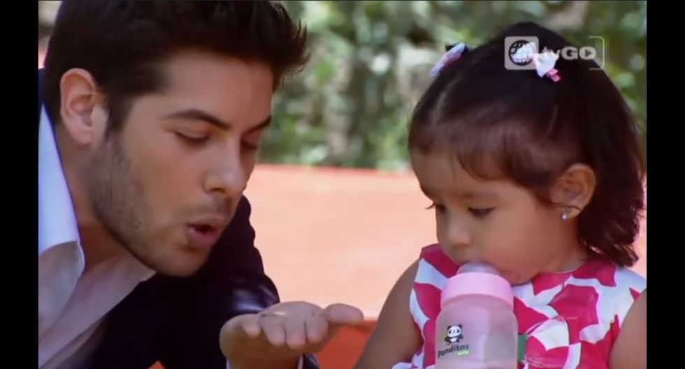 'Nicolás de las Casas' (Andrés Wiese) y 'Grace' (Mayra Couto) junto a su hija 'Nelly Francesa' (Fuente: Al Fondo Hay Sitio | América Televisión)