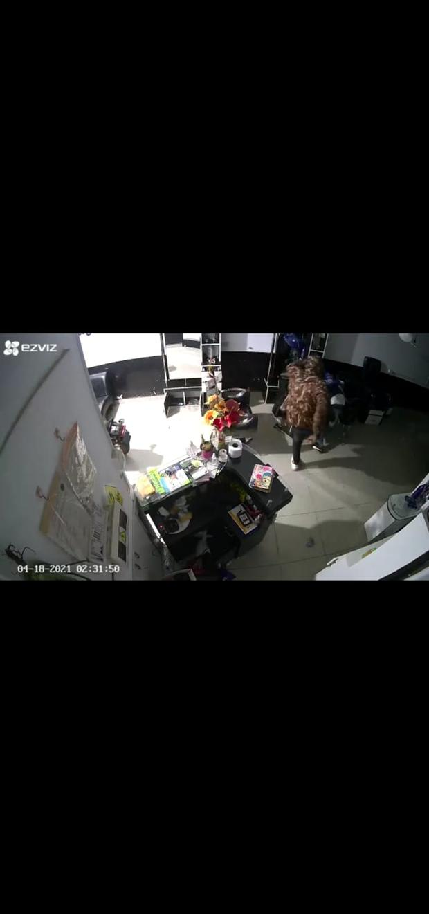 Cámaras de seguridad grabaron asalto a spa de Comas y el momento en que delincuente patea a su cómplice por demorarse.   Foto: Gonzalo Córdova