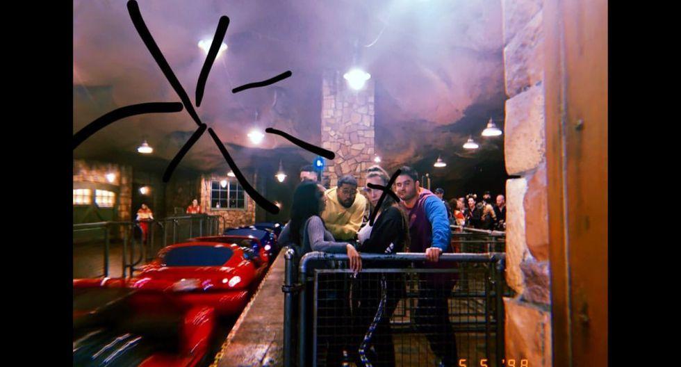 Selena Gomez regresa a Disney para pasar un divertido día junto a sus amigos. (Foto: @selenagomez)