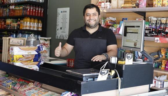 César Montero inauguró su market en La Molina.