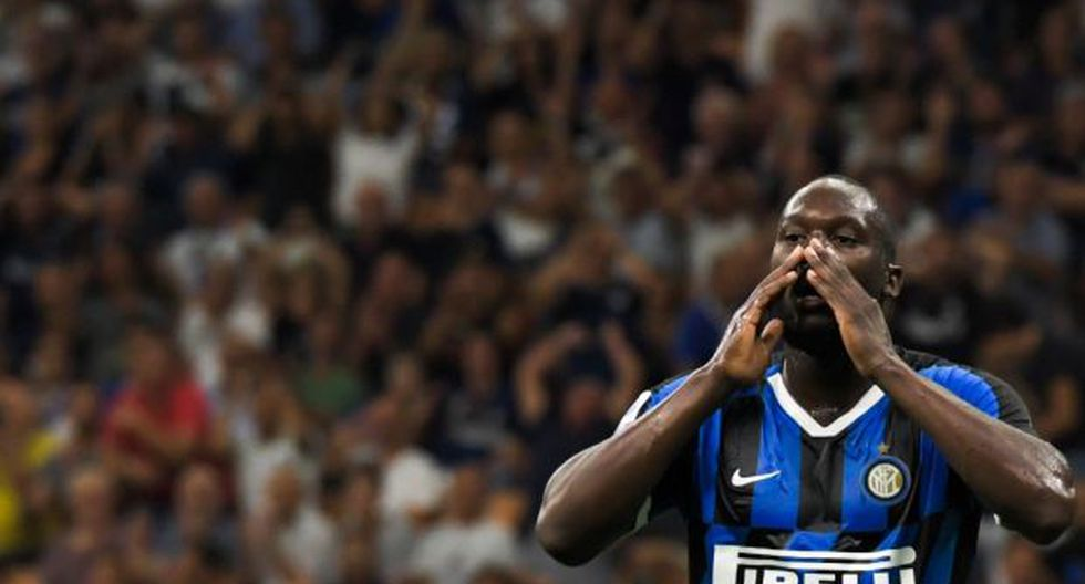 La victoria del Inter sobre el Cagliari se vio empañada por algunos desatinados aficionados del conjunto isleño que compararon a Lukau con un primate por su color de piel. (Foto: AFP)