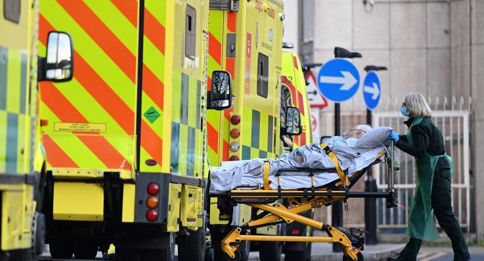 Imagen referencial. Un paciente ingresa en el Royal London Hospital, en Londres, Reino Unido, el 7 de enero de 2021. (EFE/EPA/ANDY RAIN).