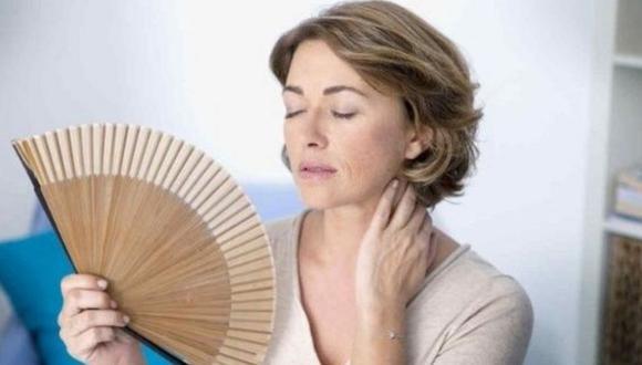 Consejos para ayudar a calmar los bochornos de la menopausia.