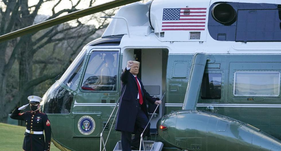 El presidente Donald Trump hace un gesto mientras aborda el Marine One en el jardín sur de la Casa Blanca, el miércoles 20 de enero de 2021, en Washington. (AP/Alex Brandon).