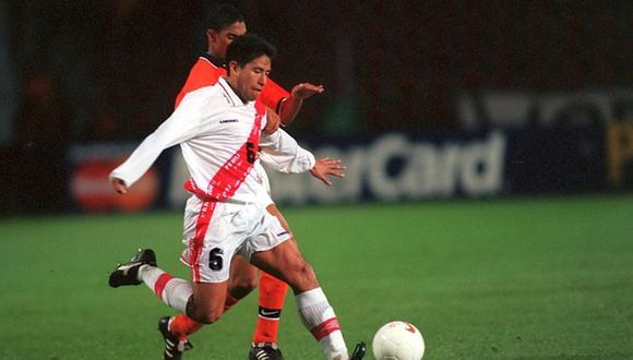 José Pereda jugó ante Holanda en el amistoso de 1998. El 'Chino' da su punto de vista sobre el partido de Perú ante Argentina. (Foto: Getty Images)