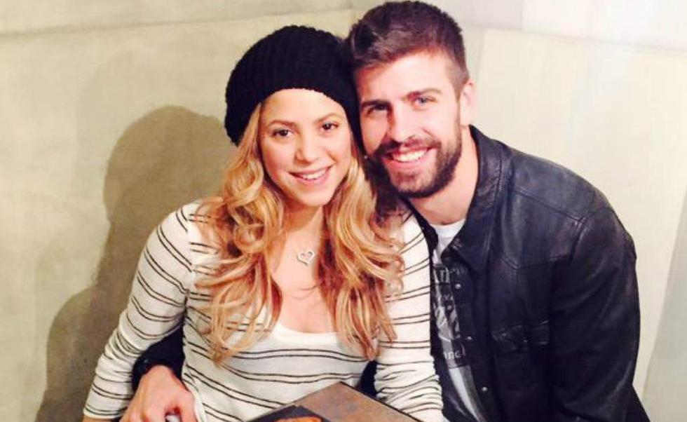 Gerard Piqué (30) y Shakira (40)  La colombiana grababa el videoclip de su tema para el Mundial de Sudáfrica 2010 con las figuras de Argentina y España. Ahí conoció al defensa de Barcelona, con quien ya tiene siete años de relación y dos hijos.
