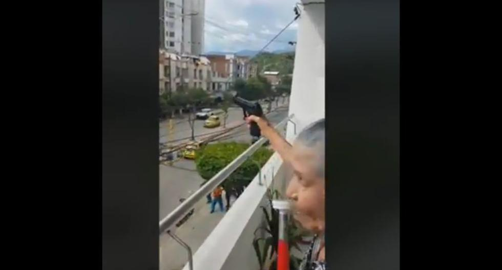Una anciana hizo pasar un susto 'de muerte' a muchos. (Captura Facebook)