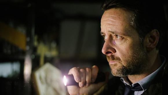 "Richard Harrington en su papel del inspector Tom Mathias en la serie ""Hinterland"". (Foto: Netflix)"