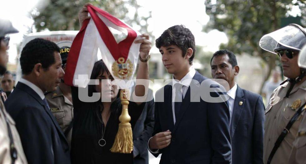 Federico Danton hereda la banda presidencial de su padre póstumamente. Foto: Renzo Salazar
