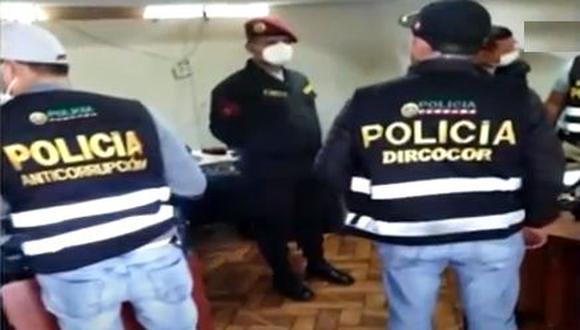 Los efectivos policiales serán investigados por delito de corrupción. (Captura de video)