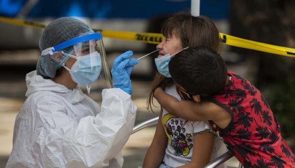 Pese a que ya vacunó a más del 36% de su población contra el COVID-19, hoy Uruguay reportó un nuevo récord de muertes por la pandemia. (Foto: AP)