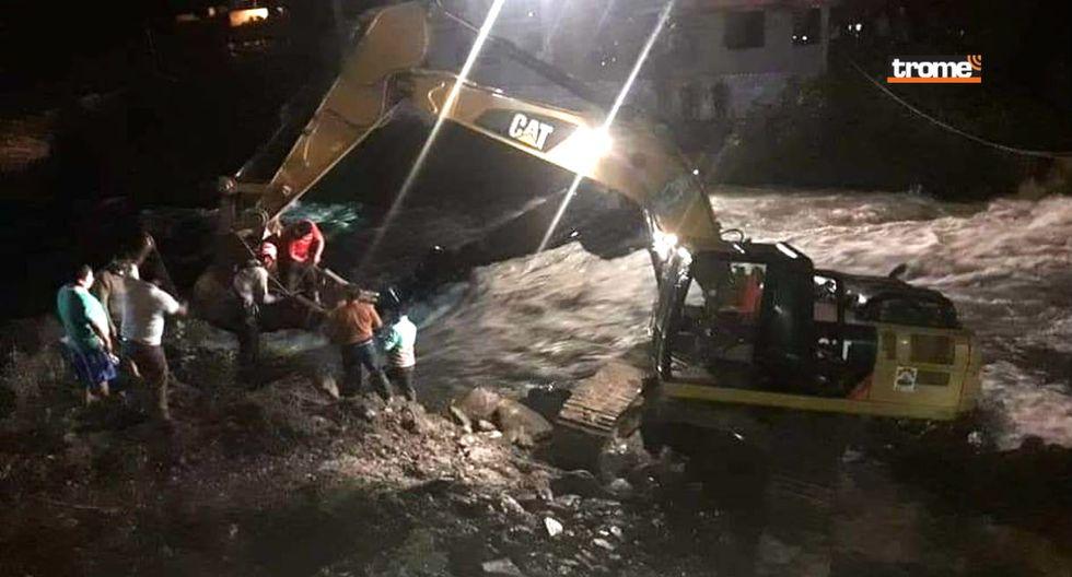 Bus cae a río y deja al menos dos muertos y varios desaparecidos en Puno. Foto: Kenny Larico   TROME REGIONES