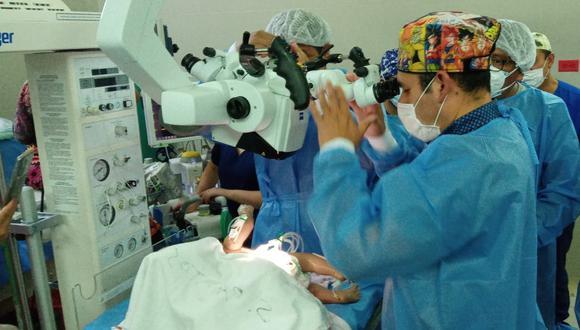 Prueba en vacío que realizó el personal médico el jueves pasado, previo a la operación de los siameses. (Foto: Hospital Goyeneche)